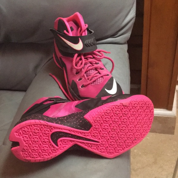 "on sale 28a00 7a766 Nike zoom lebron soldier 8 ""think pink"""